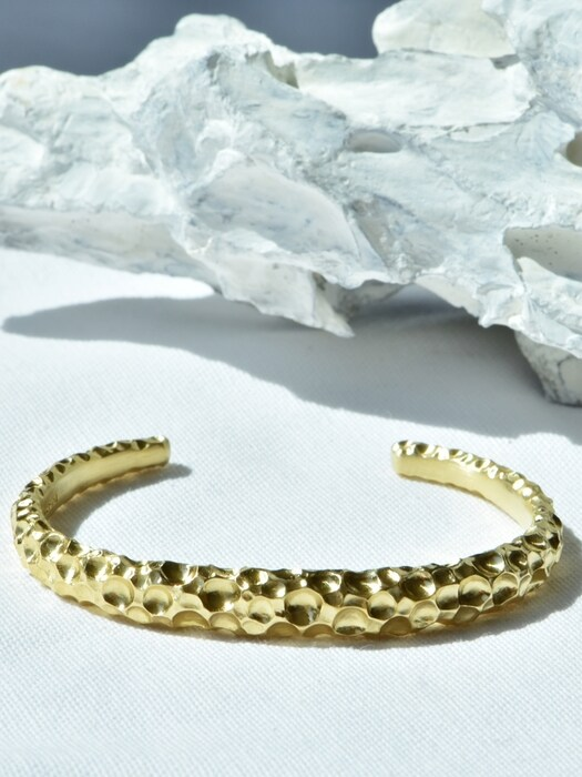 Crater bangle (gold)