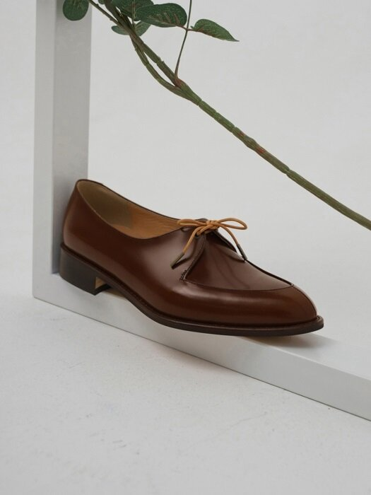 One Eyelet loafer (브라운)