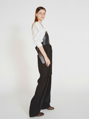 BELTED PLEATED TROUSERS (BLACK)