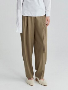 BELTED PLEATED TROUSERS (LIGHT KHAKI)