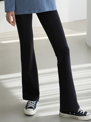 J690 bootscut slim banding pants (black)