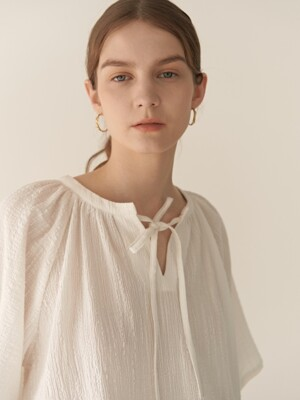 19RESORT FLARE SLEEVE SHIRRING BLOUSE_2COLOR