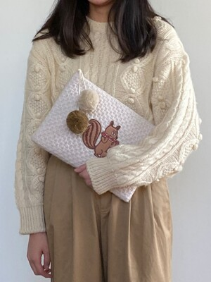 KNIT POMPOM CLUTCH BAG