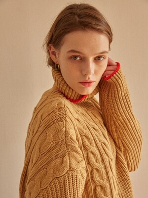 TRES UNBALANCED TURTLENECK SWEATER CAMEL+RED