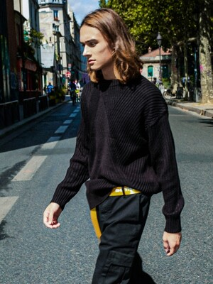 DIAGONAL LINE KNIT