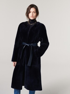 ROUND-NECK REVERSIBLE  SHEARLING COAT. NAVY