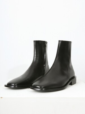MINIMAL Leather Wide-Sole Chelsea Boots
