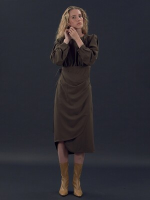 [EXCLUSIVE] LONG-SLEEVE WRAP DRESS (BROWN)