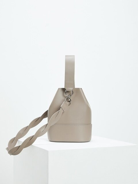 NOUER BUCKET BAG [누위 버켓백]-TAUPE