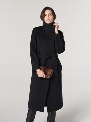 HIGH NECK SINGLE COAT. BLACK
