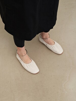 10mm Doris Ballerina Flat Shoes (White)