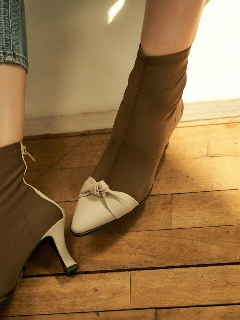 sandy ankle boots - ivory