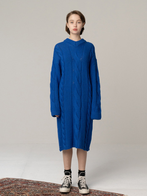 R V NECK CABLE KNIT DR_BLUE