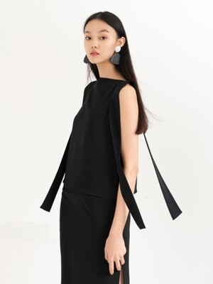 SHOULDER STRAP DETAILED SLEEVELESS TOP . BLACK