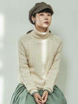 CABLE TURTLENECK IVORY KNIT