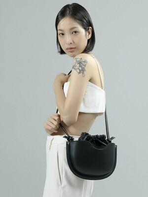 BAO BAG (MD) / BLACK
