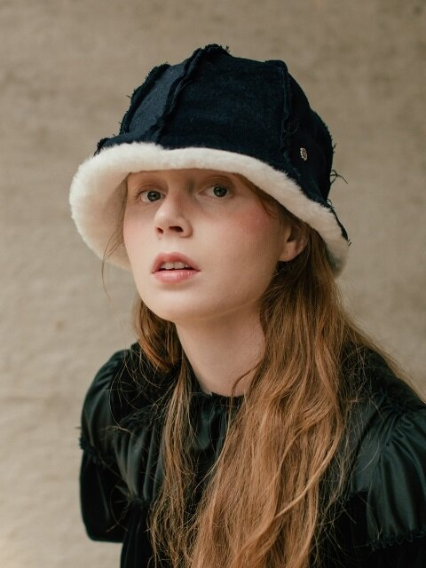 Winter buckt hat  -Deep Navy/White fake fur