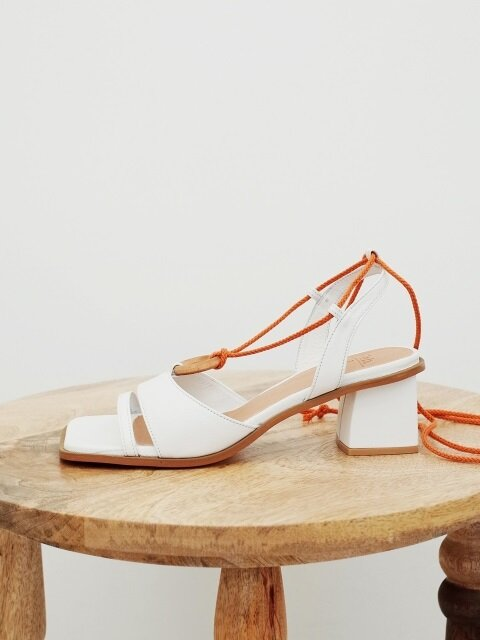 Wood ring strap sandals White