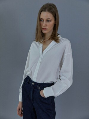 Cotton V-neck shirt (Ivory)
