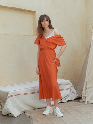 [단독]BACK WRAP SILK DRESS [ORANGE]