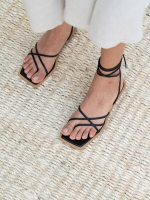DOUBLE CROSS SANDAL [C0S02 BK]
