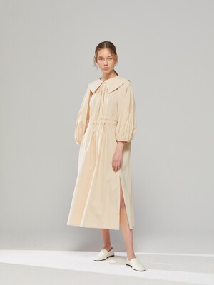 DEMERE ROUNDING-COLLAR BELTED DRESS (BEIGE)
