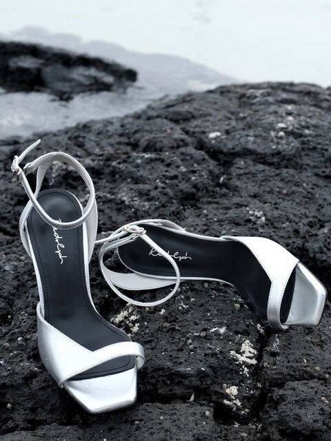 ASYMMETRY ANKLE STRAP 100 SANDALS IN SILVER LEATHER