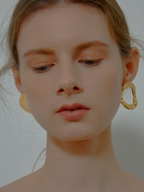 Unbalance Round Button Earrings_Gold