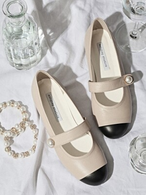 1107 Sally Pearl Strap Flat Shoes