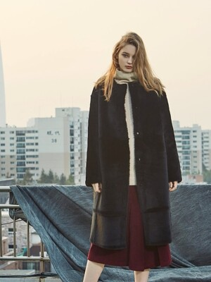 REVER NOCOLLAR REAL LONG MUSTANG COAT BLACK