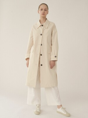 Single collar over coat in Ivory