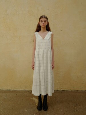 Pleats line dress_Ivory grid