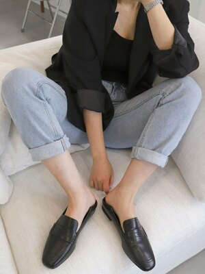 Stitch penny loafer / black