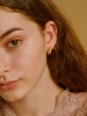 TWO-LINE CUBIC EARRING