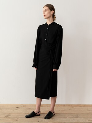WRAP MIDI DRESS (BLACK)