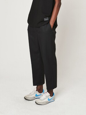 WIDE CROP BANDING SLACKS (BLACK)