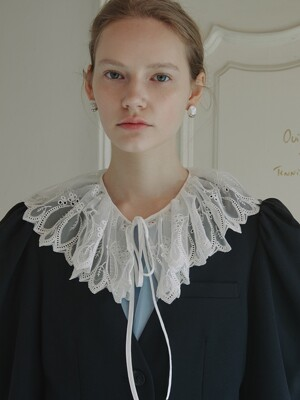 Kelly Ruffled Neck Collar