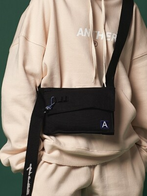 [ANOTHER FRAME X ROIDESROIS] SIDE BODY CROSS BAG (BLACK)