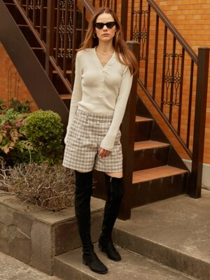 Button V Neck Knit in Ivory_VK9SP0160