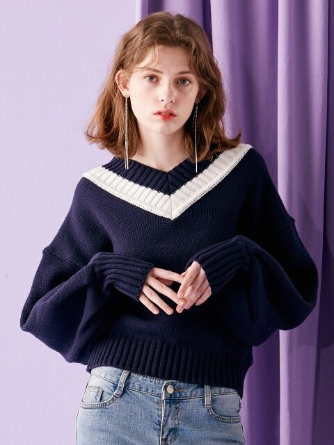iuw0007 ballon-sleeved v-neck knit top (navy)