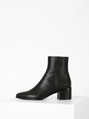 POINTED LINE ANKLE BOOTS - BLACK