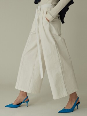 Line Pointed Wide Pants - Ivory