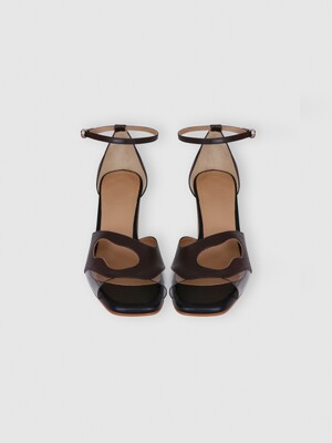 CUT-OUT STRAP SANDALS (BROWN)