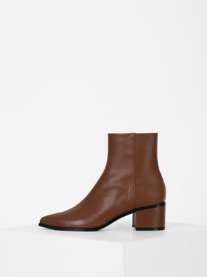 POINTED LINE ANKLE BOOTS - BROWN
