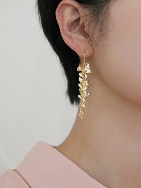 gold layered flower earrings