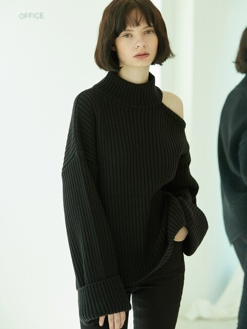 shoulder slit turtleneck sweater Black