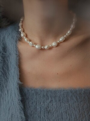 Special moment pearl and pearl necklace