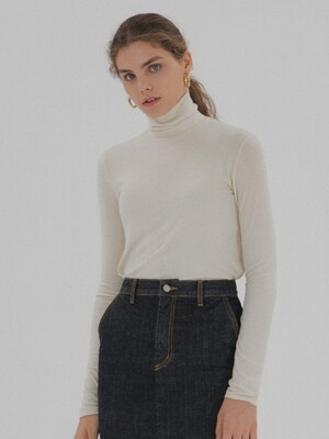 Long Sleeve Turtleneck - Ivory