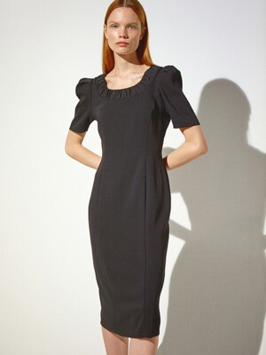 Scoop Neck Shirred Dress_Black