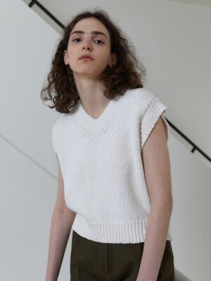 21S CROP V-NECK KNIT VEST (OFF WHITE)
